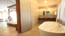 A bathtub in the bathroom of one of the garden suites at Hotel Les Palétuviers
