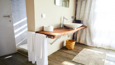 A sink and two towels in the water suite at Hotel Les Palétuviers